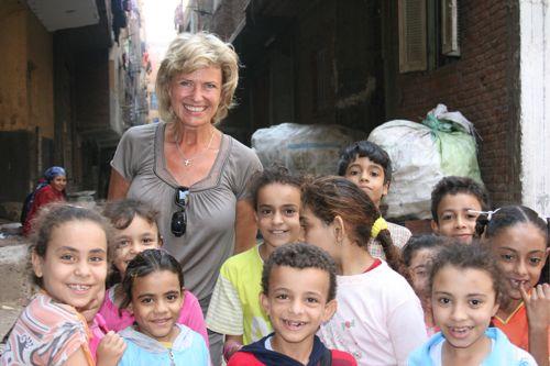 """Wie Abfall zur Lebensquelle wird – AWZ-Vorsitzende Dagmar Wöhrl besucht die """"Menschen vom Müllberg"""" in Kairo"""