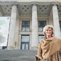 Nürnberger Nachrichten 02/03/2013 Interview: HARALD BAUMER Sie hört zwar gerne Musik, hat aber im Berliner Arbeitsalltag zu wenig Zeit für Theater und Oper: Die CSU-Bundestagsabgeordnete Dagmar Wöhrl vor dem Konzerthaus Berlin.