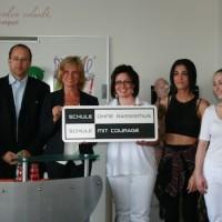 """Ein Zeichen gegen Rassismus und Intoleranz setzen. Dagmar Wöhrl übernimmt Patenschaft für """"Schule ohne Rassismus"""" an der Berufsfachschule für Kosmetik"""
