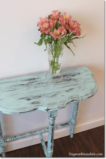 turquoise side table painted with chalkpaint