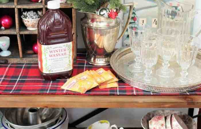 Holiday Tablescape & Spiced Tangerine Emergen-C Mocktail Recipe