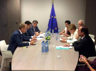 l'incontro tra tsipras, merkel, hollande e tusk a bruxelles tratto dal profilo twitter di preben aamann 0