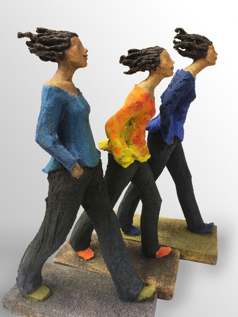 Gående damer, keramikk, skulptur, Ingun Dahlin