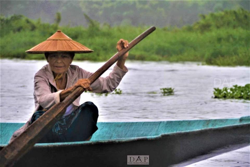 IL_womanBoat