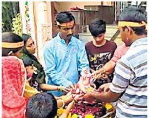 Dahod - દાહોદમાં શ્રદ્ધાળુઓ દ્વારા શ્રીજીની માટીની પ્રતિમાનું ઘરમાં જ વિસર્જન