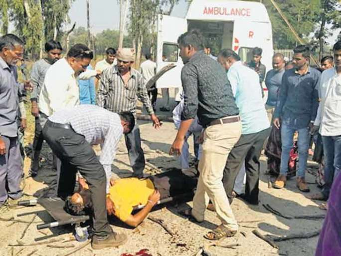 tree fall down on officer died on the spot in dahod