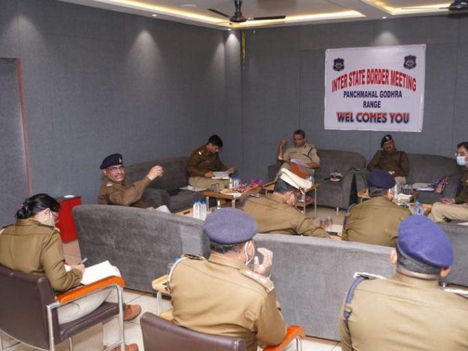 દાહોદમાં ત્રણ રાજ્યના ઉચ્ચ પોલીસ અધિકારીની બેઠક યોજાઇ હતી. - Divya Bhaskar