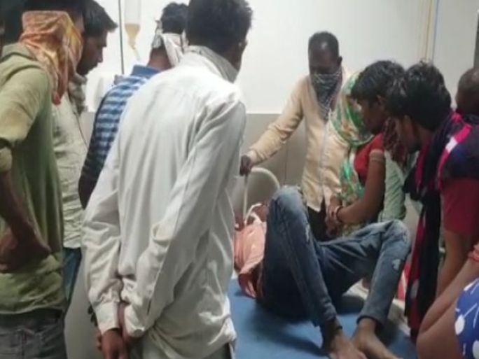 ઇજાગ્રસ્તોને હોસ્પિટલ ખસેડાયા - Divya Bhaskar