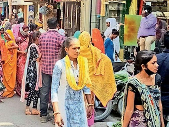 દાહોદના બજારોમાં ગીર્દી જામતાં ટ્રાફિક સમસ્યા સર્જાઈ રહી છે. - Divya Bhaskar