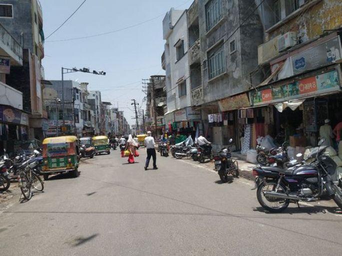 ગોધરામાં દુકાનો ખુલતાં બજારમાં ચહલ પહલ - Divya Bhaskar