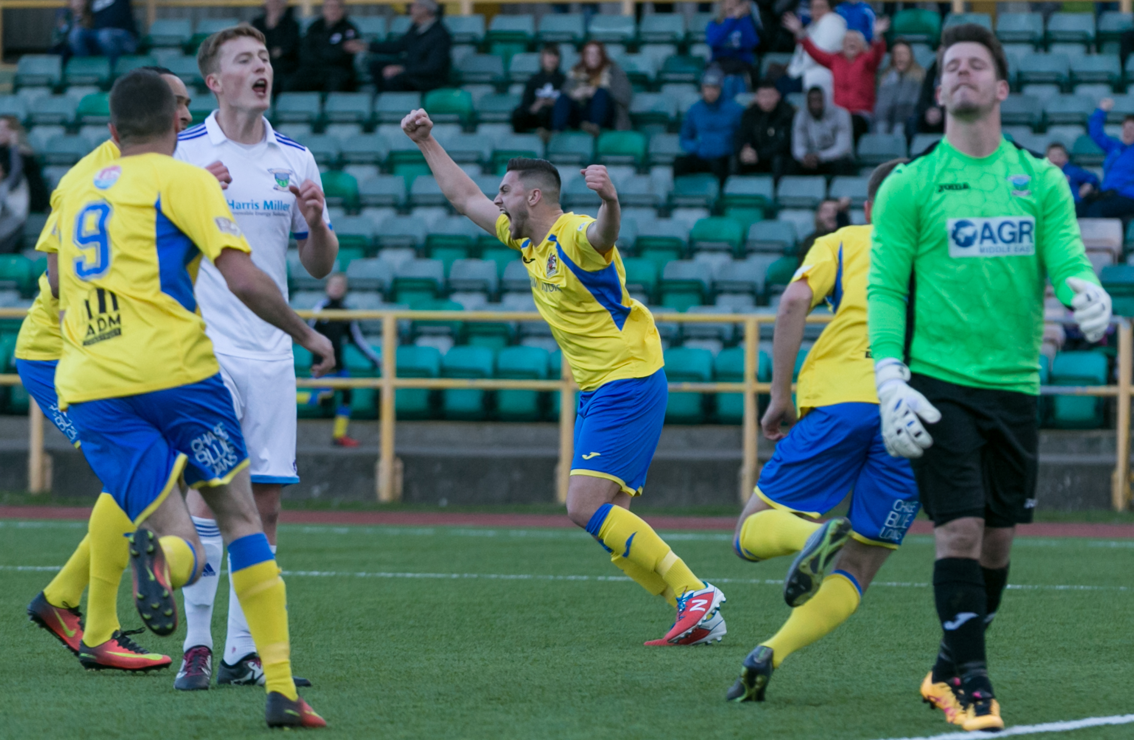 Barry's Barmy Army On The March In Bid For Title