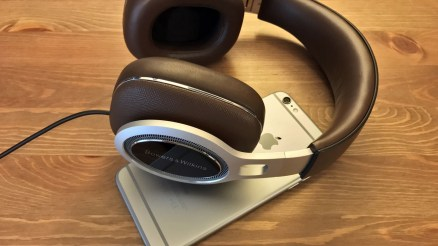 Checkout Bowers and Wilkins New P9 signature Headphone for your iPhone, iPad, iPod or laptop.