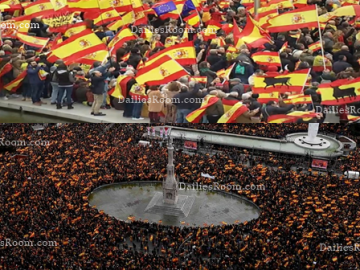 Over 45,000 Spanish Protest Against Catalonia Talks in Madrid