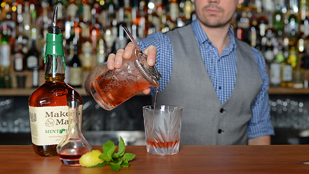 The-Swinging-Cat-Cocktail-New-Orleans-Peppermint-Sazarac