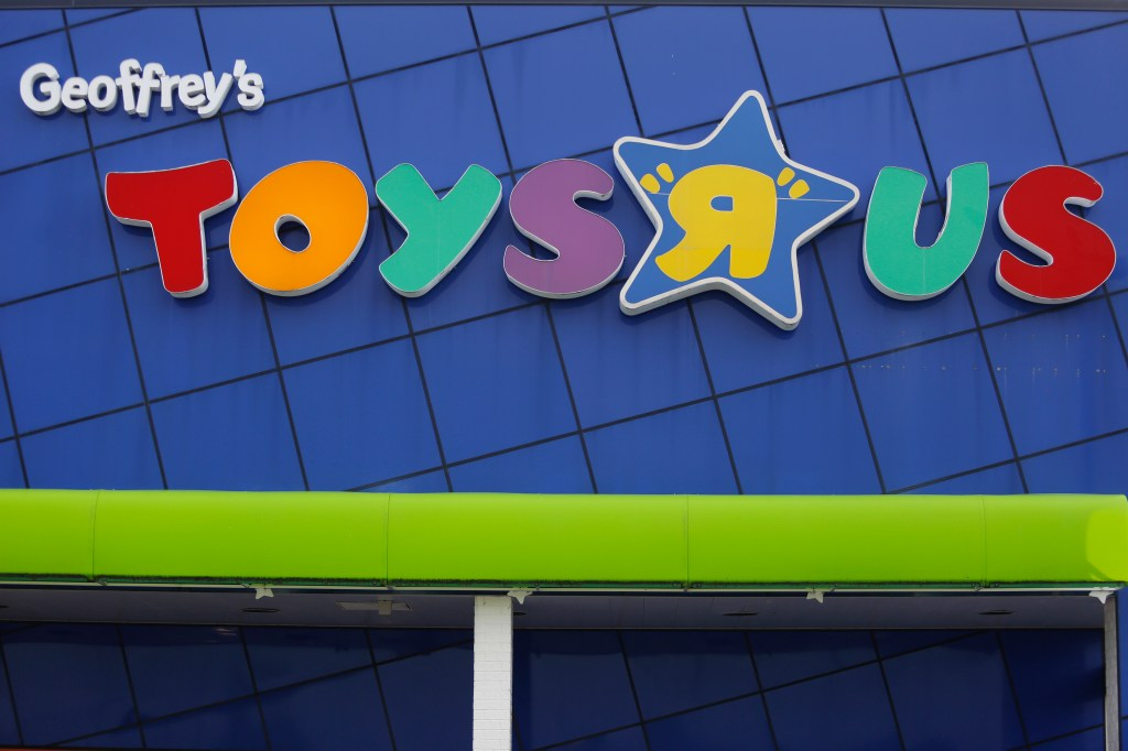 Toys R Us Back From The Dead Will Open U S Stores In