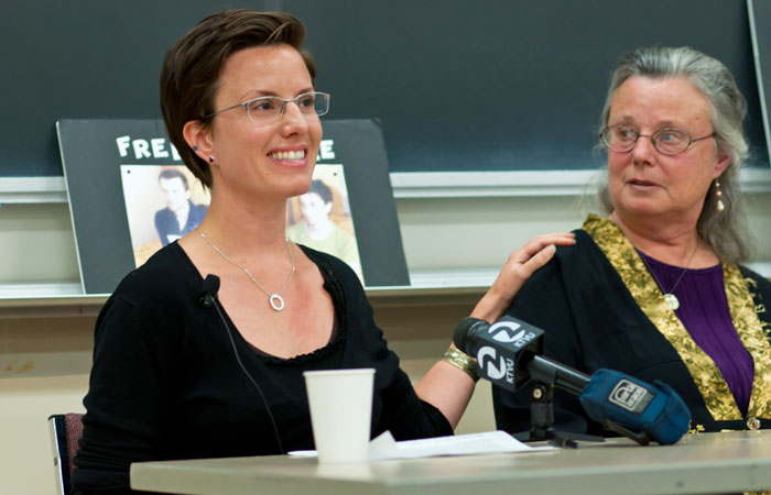UC Berkeley alumna and former detained hiker Sarah Shourd advocated the release of her companions during her speech.