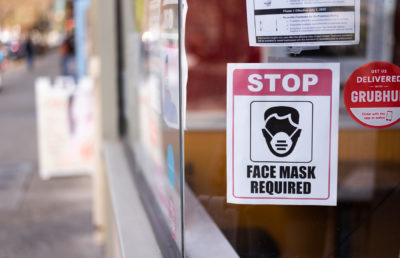 photo of mask mandate flyer on a restaurant window