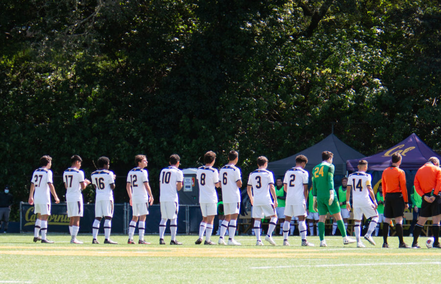 photo of the UC Berkeley men's soccer team lined up on the field
