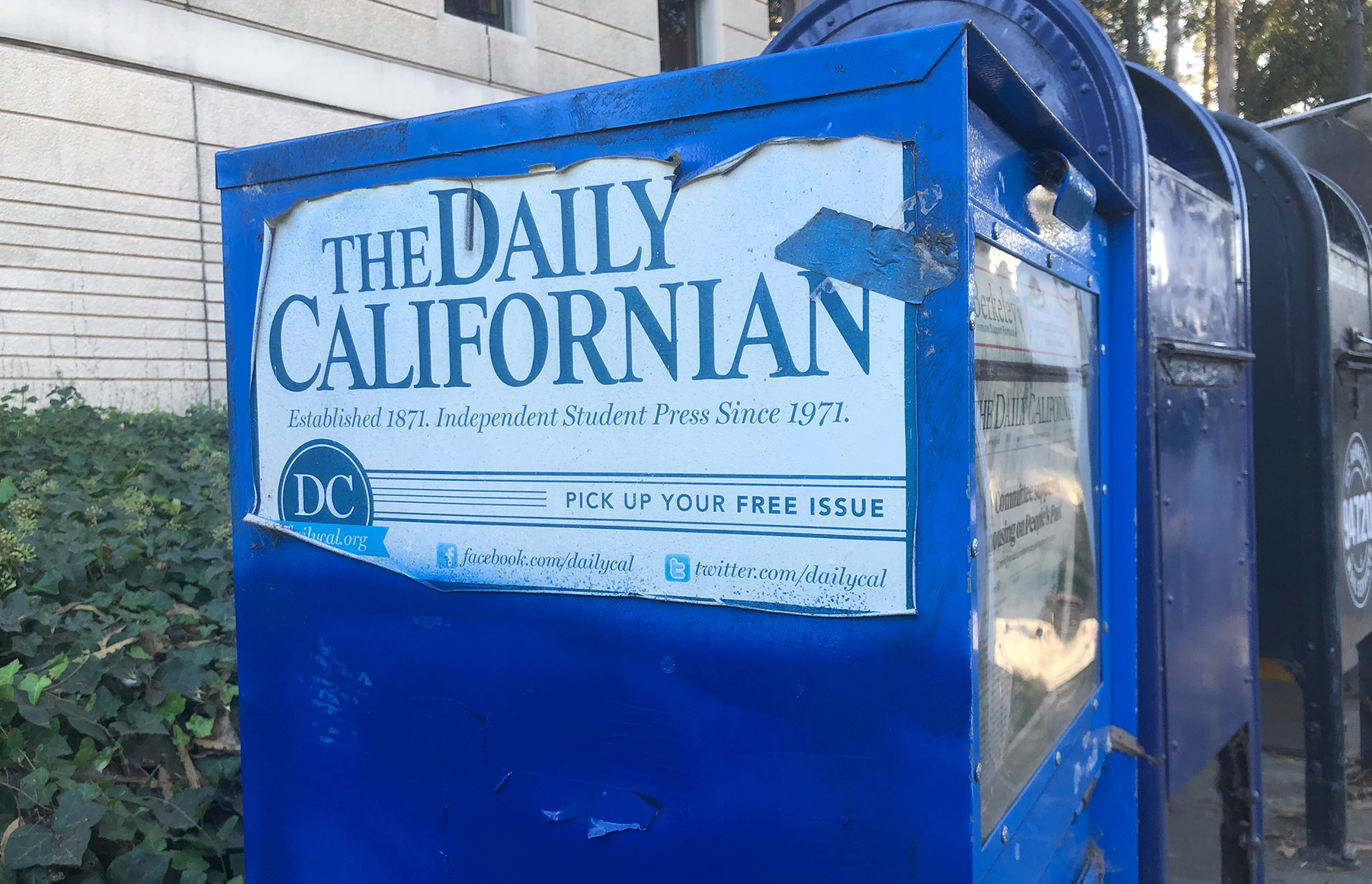 photo of a Daily Californian newspaper box