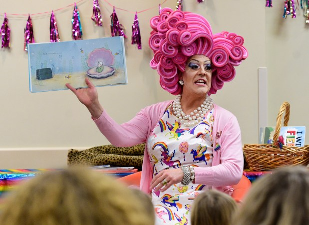 Miss Shirley reads to a full ...
