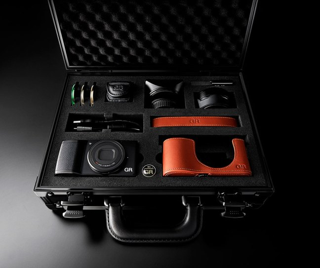 ricoh-announces-a-new-limited-edition-gr-ii-camera-kit