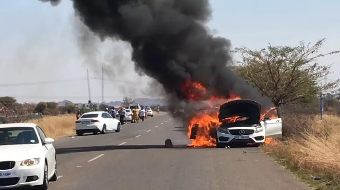 Burning Mercedes in South Africa, dailycarblog.com 2018