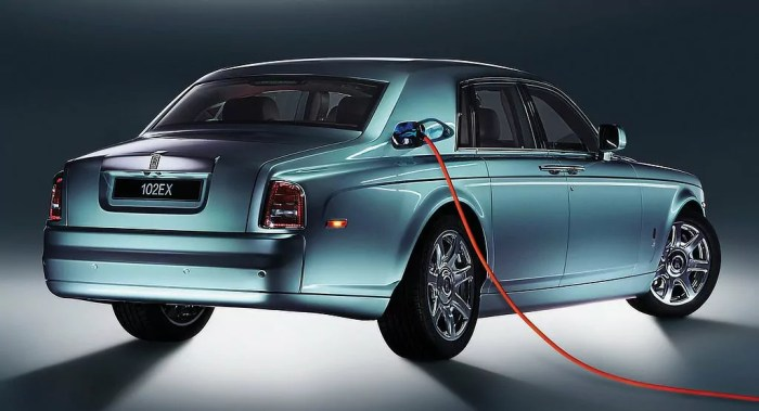 Rolls Oyce 102EX Concept Charging dailycarblog