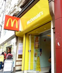 English: UK flagship McDonald's restaurant. (Photo credit: Wikipedia)