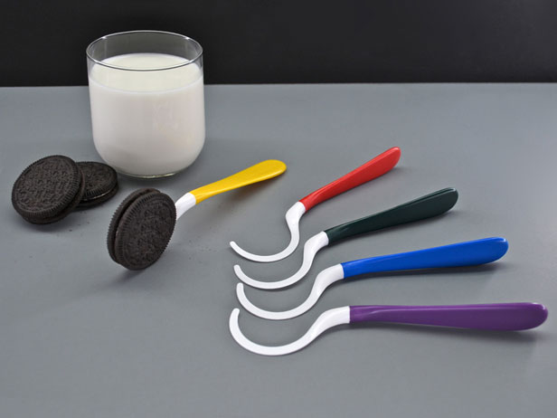 The Dipr - A Spoon for Your Oreos