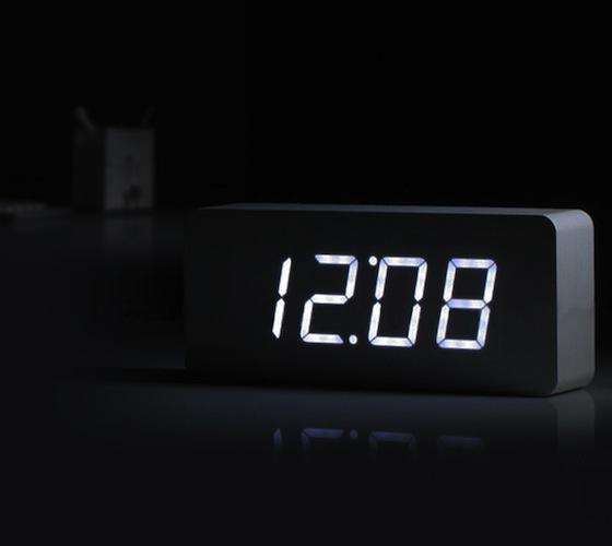 Wood_White_LED_Alarm_Clock_03