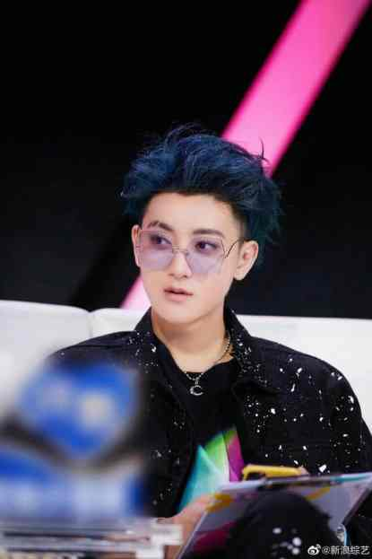 huang-zitao-200x300 Huang Zitao Successfully Fanboys Over Troye Sivan
