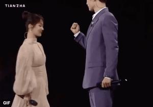 Screenshot-2020-12-21-at-4.54.22-PM Yang Zi sent an encouraging cheer to Xiao Zhan on stage