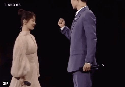 "Screenshot-2020-12-21-at-4.54.22-PM-300x210 Yang Zi and Xiao Zhan's Duet For ""The Oath of Love"" Stage Warms The Hearts of Netizens"