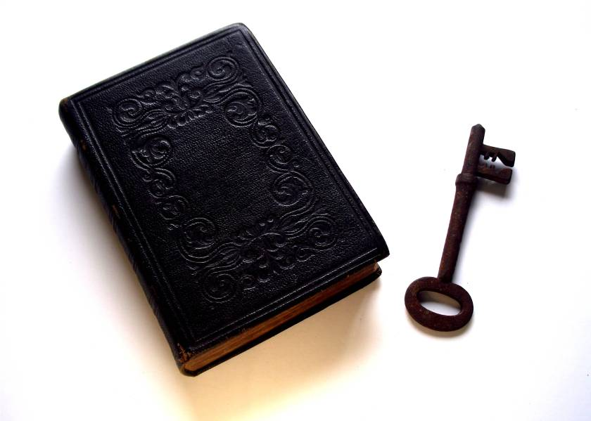 Bible_and_Key_