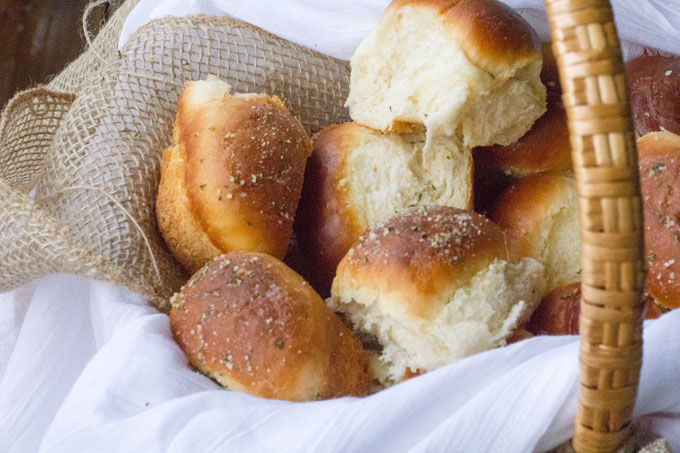 Garlic-and-Herb-Buttermilk-Dinner-Rolls-2