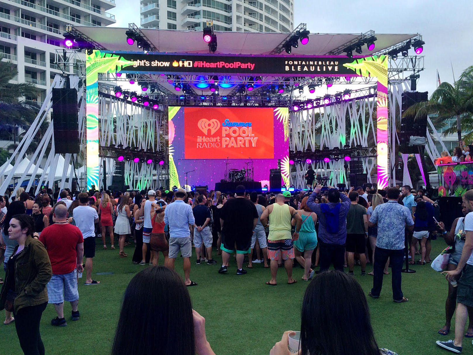 iheartradio summer pool party, iheartradio summer pool party 2016, crowd shot