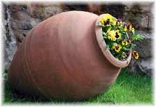 Clay flower pot with pansies