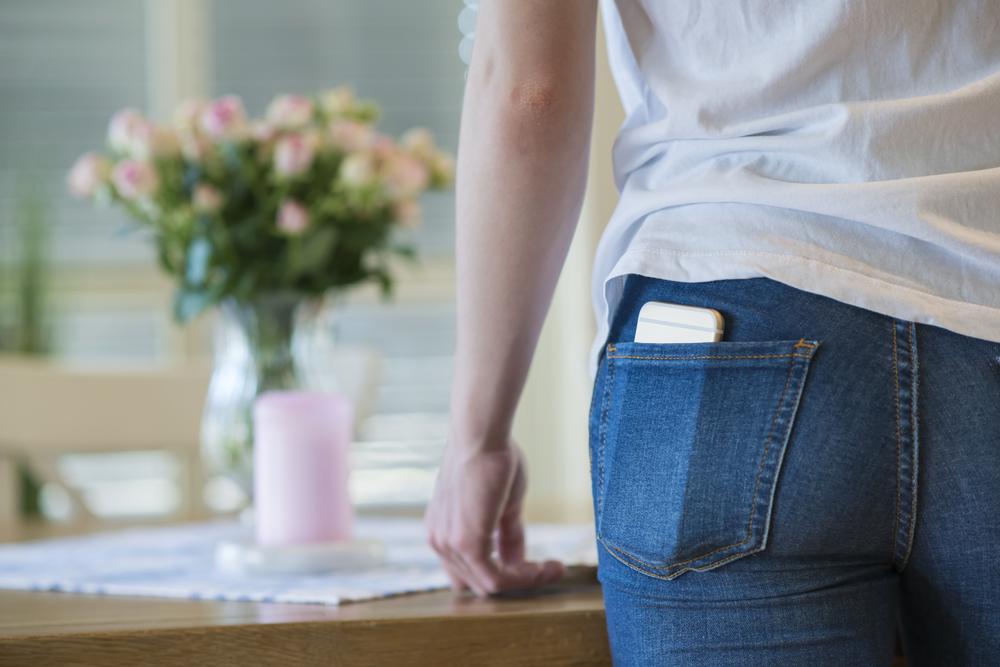 กางเกงยีนส์ชาร์จแบต iPhone ได้