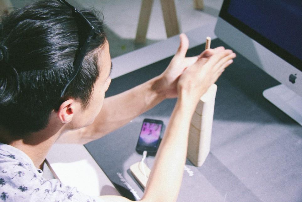 ชาร์จ iPhone แบบเดียวกับการจุดไฟ