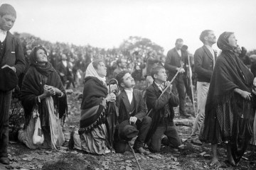 People looking at the 'Miracle of the Sun' at Fatima
