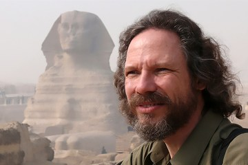 Robert Schoch in front of the Great Sphinx. Photo by Catherine Ulissey.