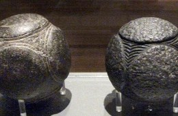 Carved stone balls of Scotland (from Johnbod on Wikicommons, CCSA4 licence)