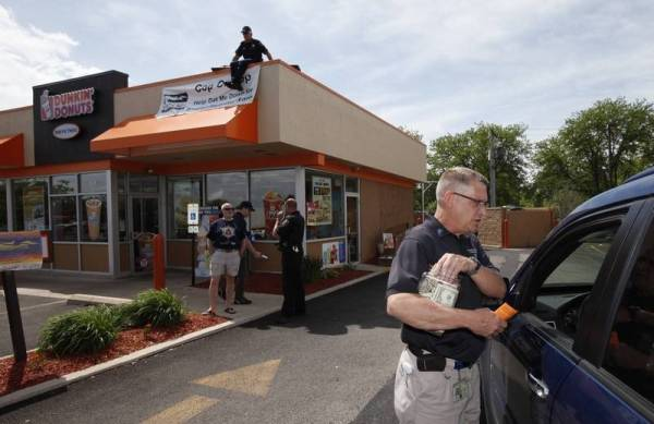 Police stake out Dunkin39 Donuts for Special Olympics