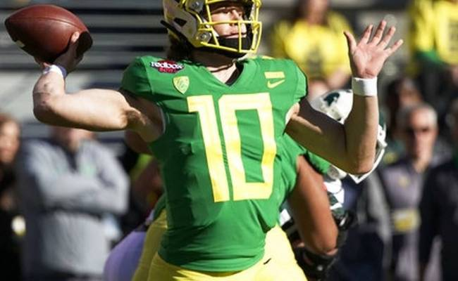 Herbert Sparks Oregon Past Michigan State 7 6 In Redbox Bowl
