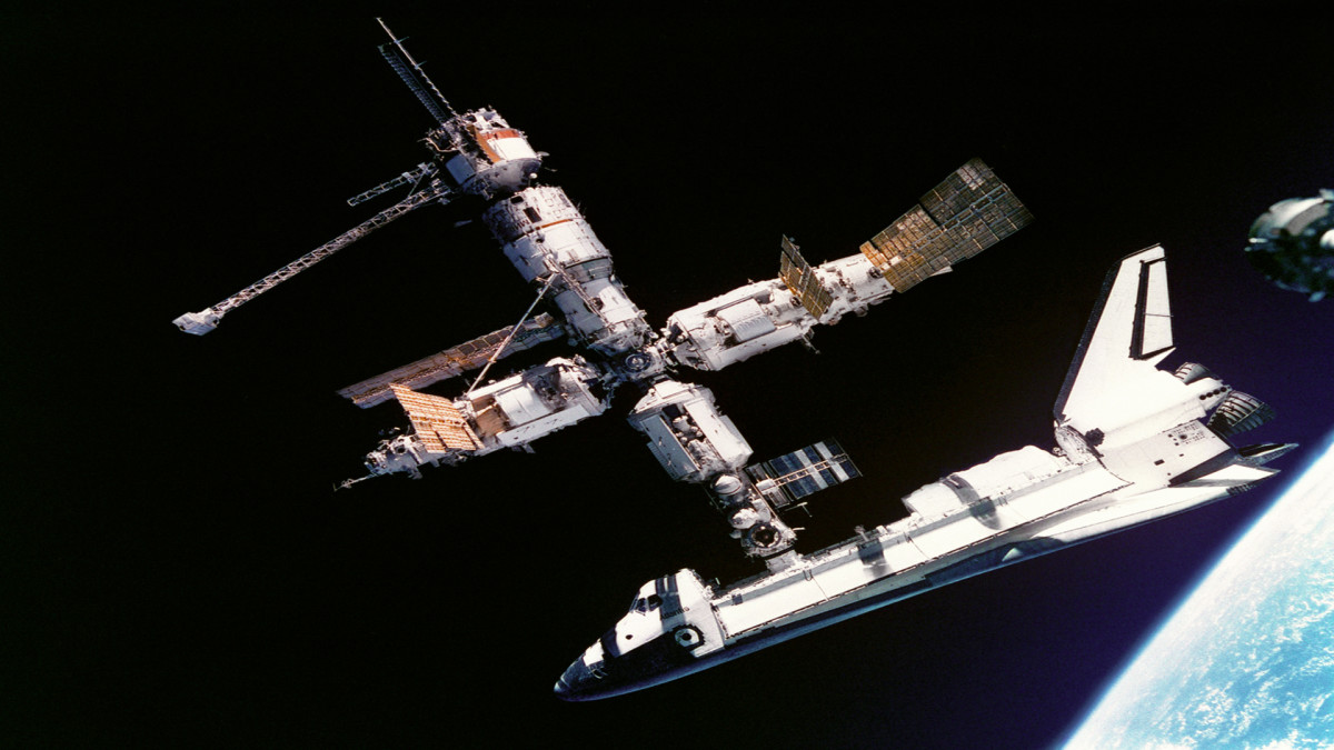 U.S. space shuttle docks with Russian space station