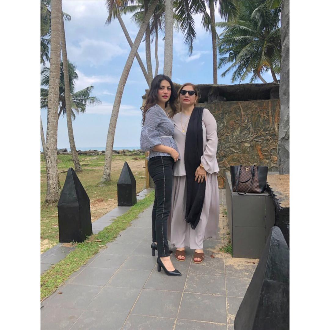 New Photos of Neelam Muneer with her Mother in Thailand
