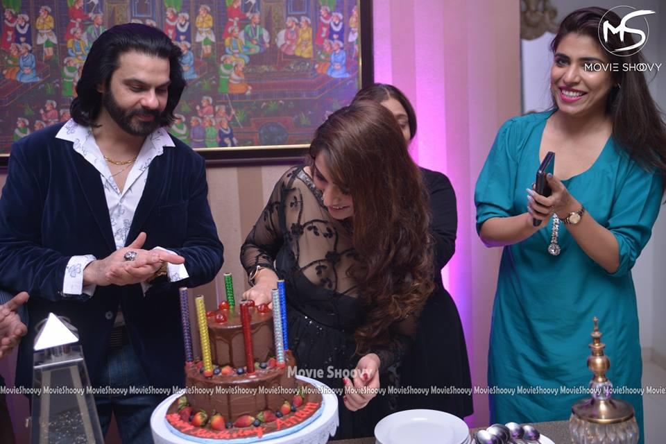Actress Anam Tanveer Celebrated her Birthday with her Friends
