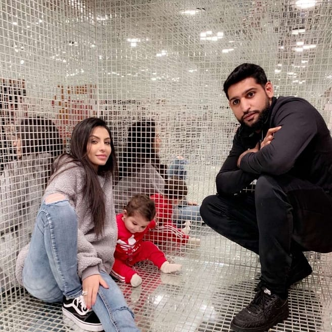 New Awesome Photos of Boxer Amir Khan & Faryal Makhdoom with their Daughter Alayna