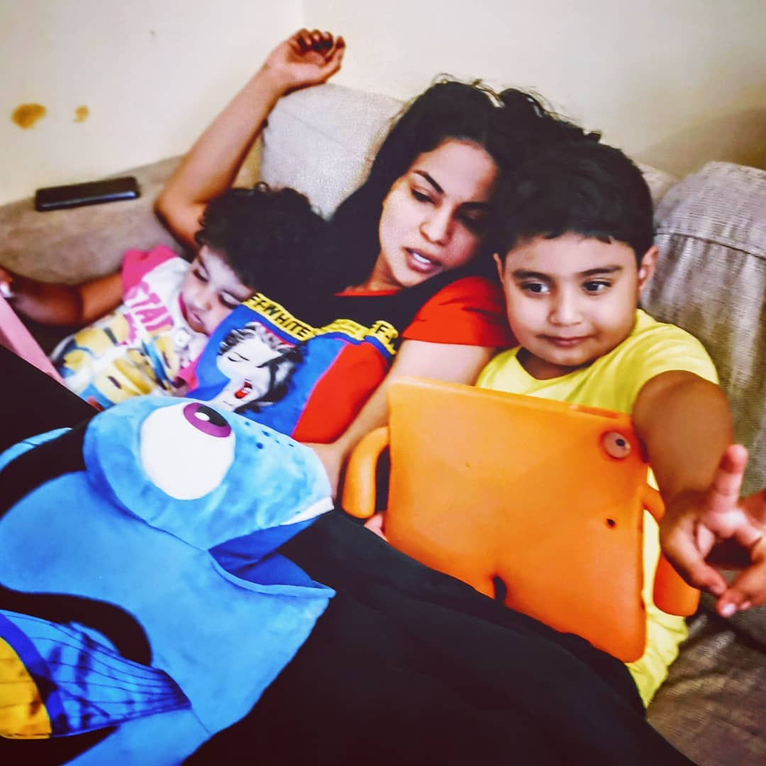 New Awesome Photos of Veena Malik with her Kids