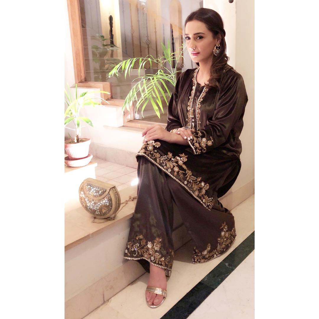 New Awesome Photos of Momal Sheikh with her Husband and Son at a Wedding Event